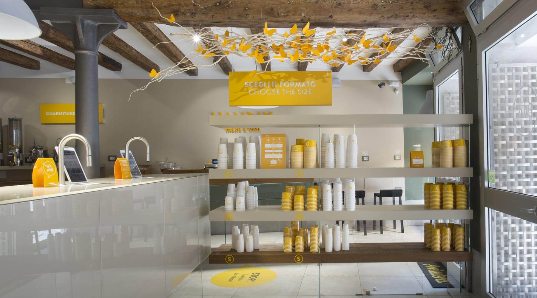 Gelateria handay mobili di design lago for Design di mobili korson