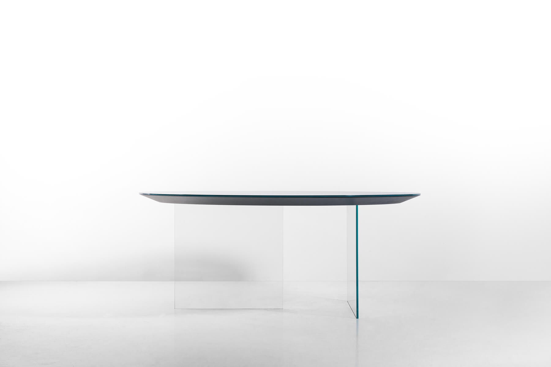 white round air table