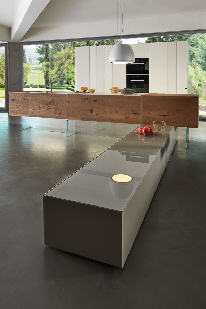 Wooden and Lacquered Kitchen