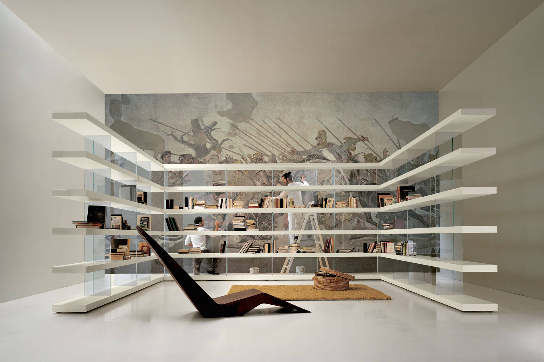 Libreria air una libreria in legno che sfida la gravit for Lago design outlet